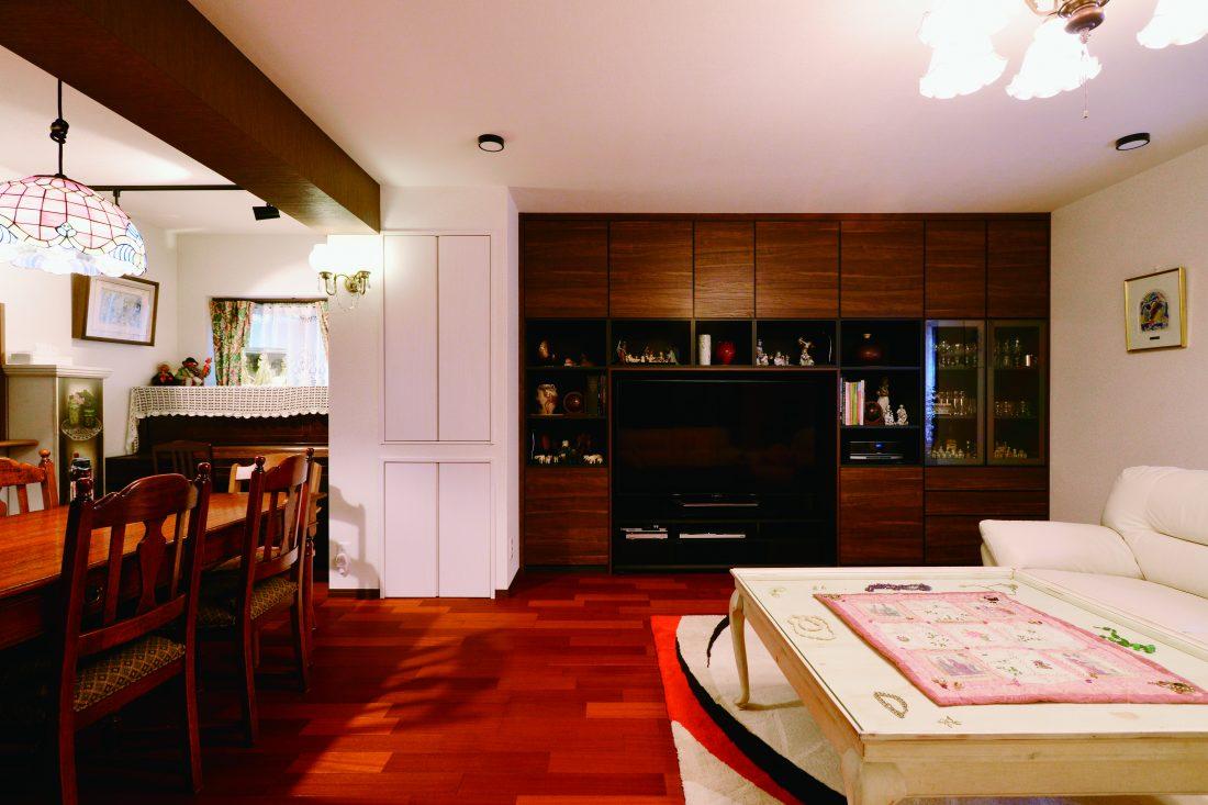 愛着ある家具や眠っていた照明とジャズが似合うシックな空間デザイン