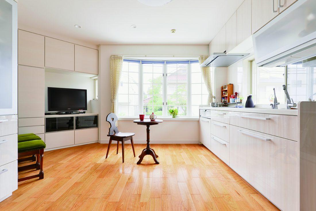 キッチンを大胆に窓側へ移動。使いやすく快適な空間へ。